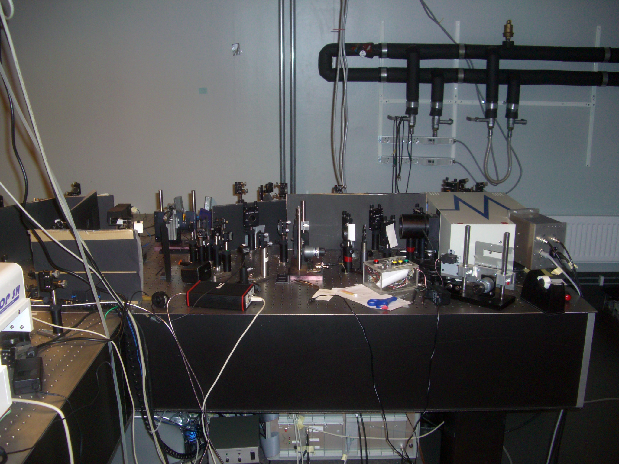 Picture of Femtosecond transient absorption spectrometer (UV-Vis Pump-probe)