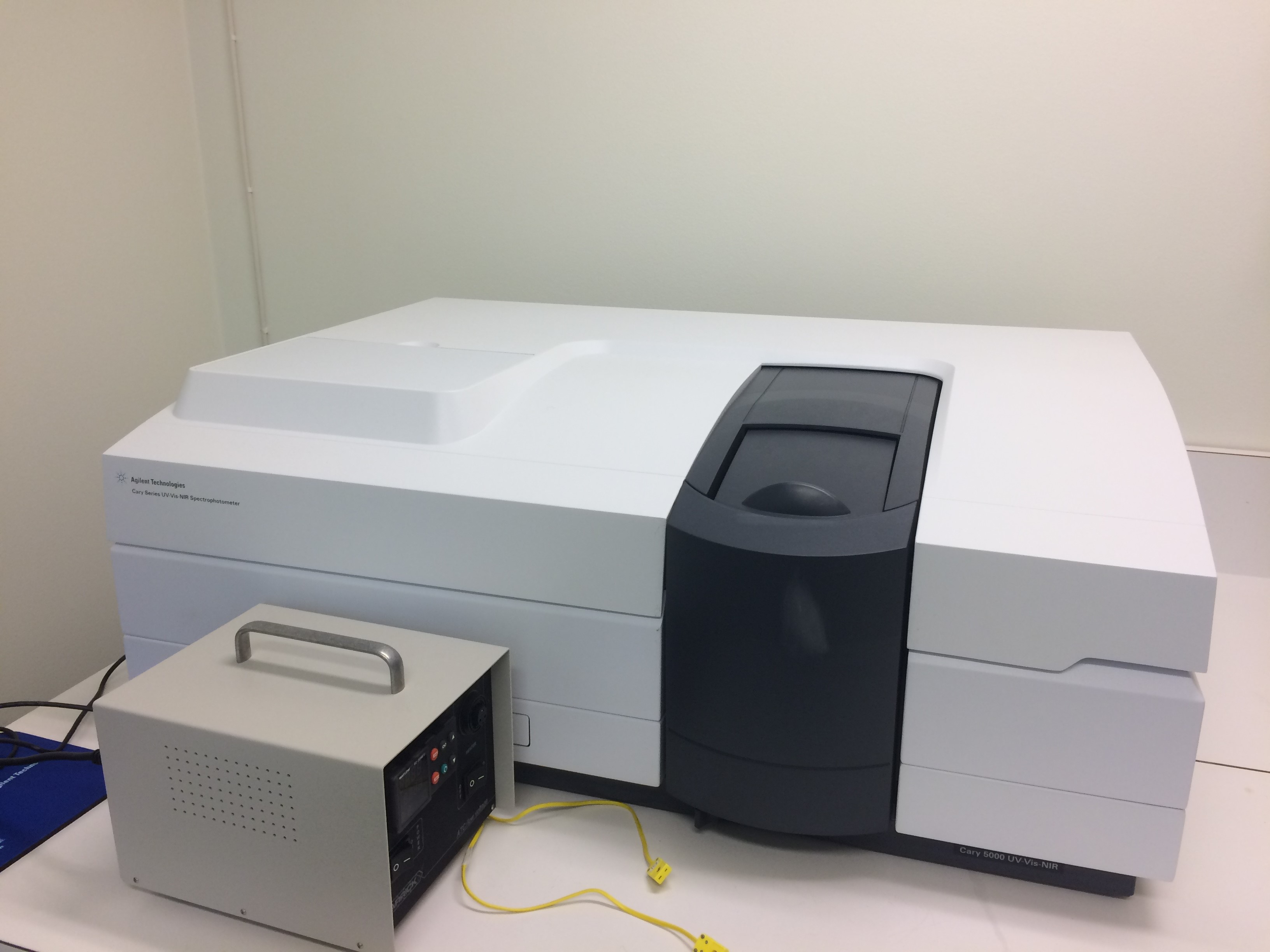 Picture of Agilent Cary 5000 UV/Vis/NIR spectrometer